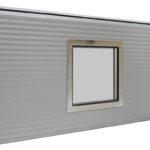 Kvadratinis nerūdijančio plieno rėmo langas, dvigubas grūdintas stiklas. Matmenys: 315x315 mm, 235x235 mm, 155x155 mm.